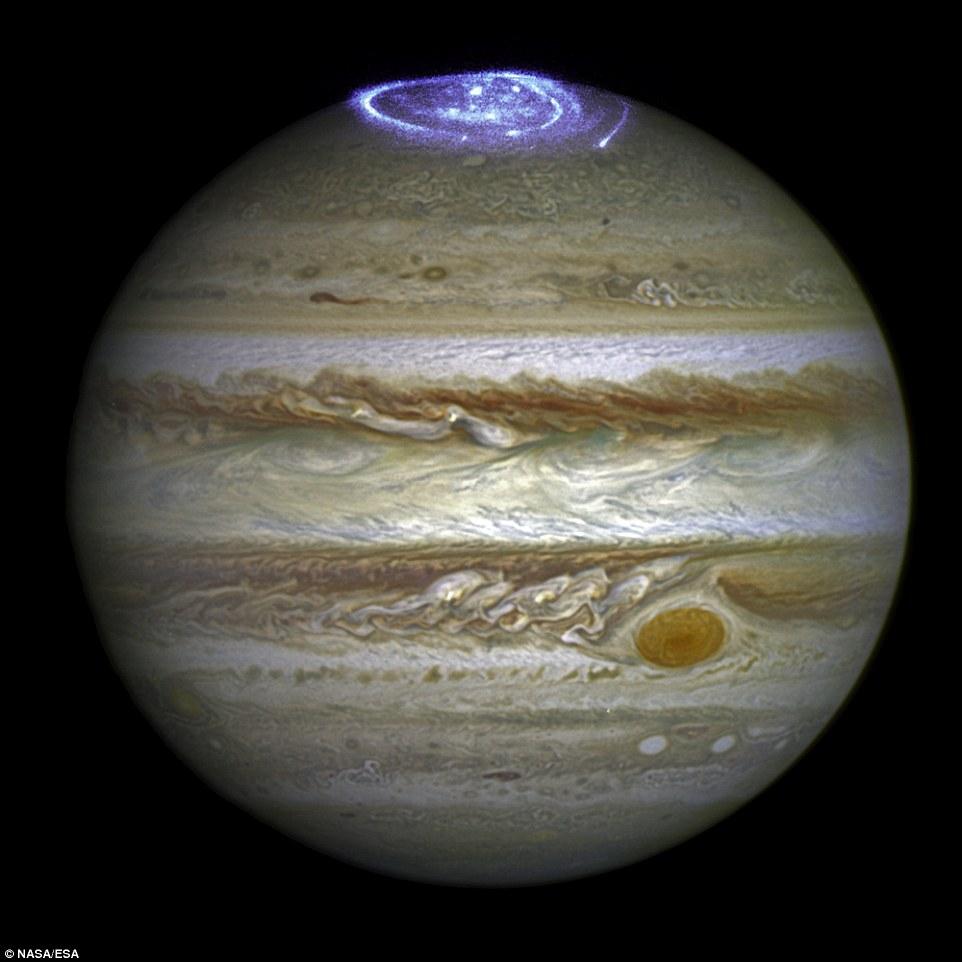 aurora-no-polo-de-Jupiter