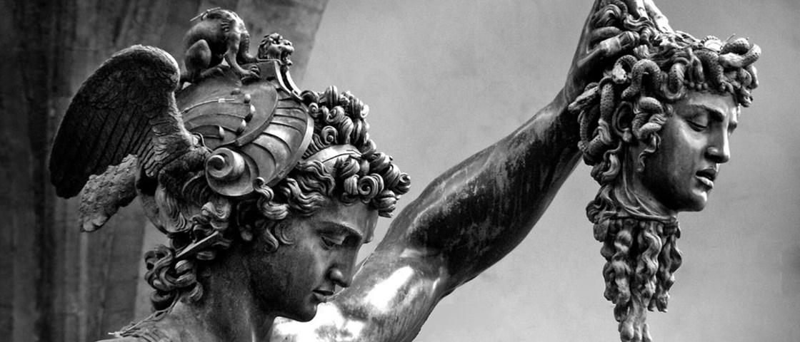 ritual-matar-pessoas-feias-na-Grecia_01