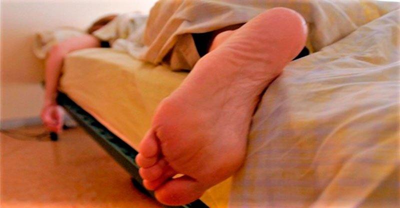 dormir-com-os-pes-para-fora_01