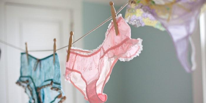 lavar-calcinha-durante-o-banho