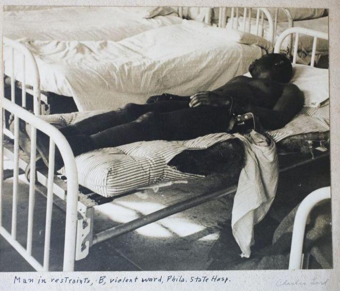 fotos-terriveis-de-hospitais-psiquiatricos_12-paciente-sedado