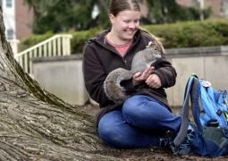 jovem-supera-autismo-ao-interagir-com-esquilos_04