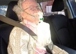 policiais-quebram-vidro-para-salvar-idosa-mas-tem-surpresa-inesperada