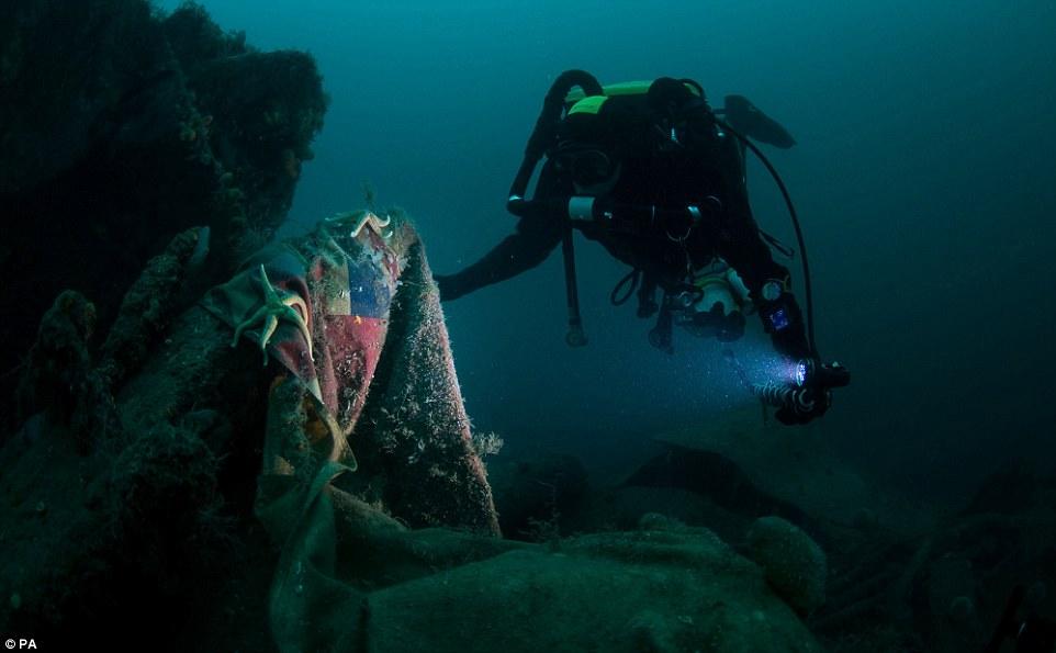 mergulhadores-mostram-fotos-de-navio-que-afundou
