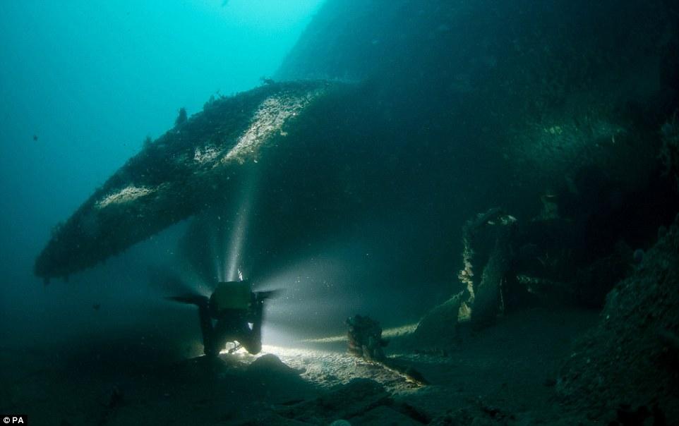 mergulhadores-mostram-fotos-de-navio-que-afundou_3