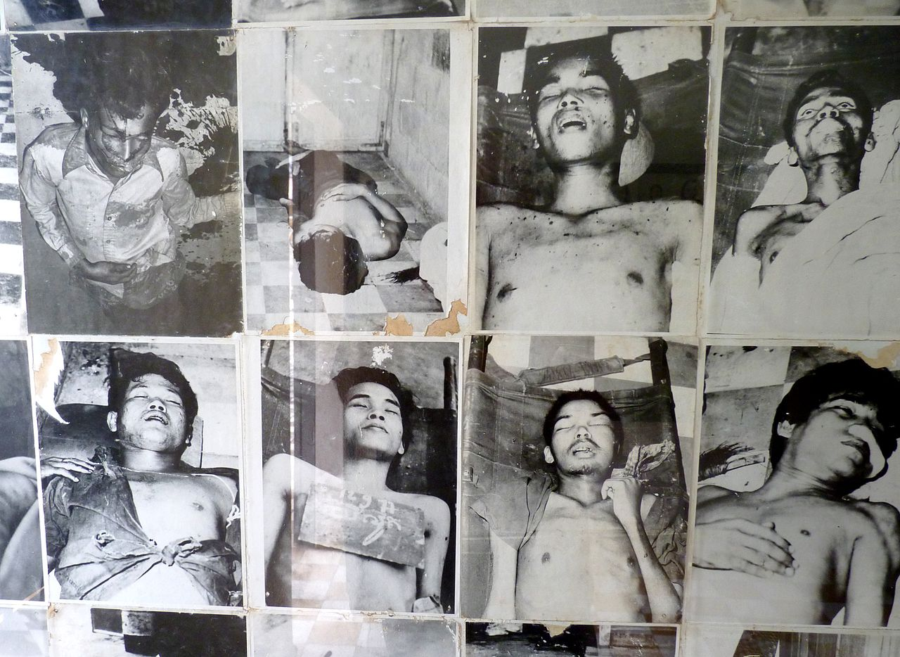 1280px-Photos_of_victims_in_Tuol_Sleng_prison_(2)