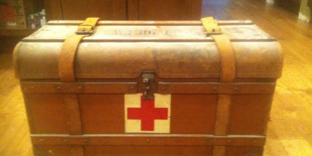 01-japanese-medical-box-locked-and-shut