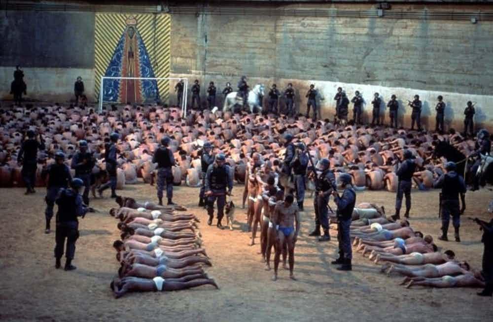 15-imagens-perturbadoras-tiradas-em-prisões-ao-redor-do-mundo-15