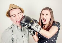 casal-brigando-briga-relacionamento_01