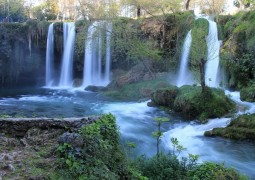 cachoeira-agua-fluir-para-cima