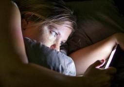 usar-smartphone-no-escuro-pode-causar-cegueira-temporaria