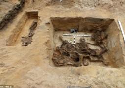 13-mass-grave