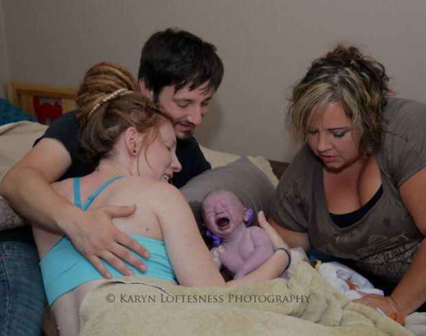 Imagem-do-nascimento-de-bebê-em-parto-normal-recebe-milhares-de-visualizações_2