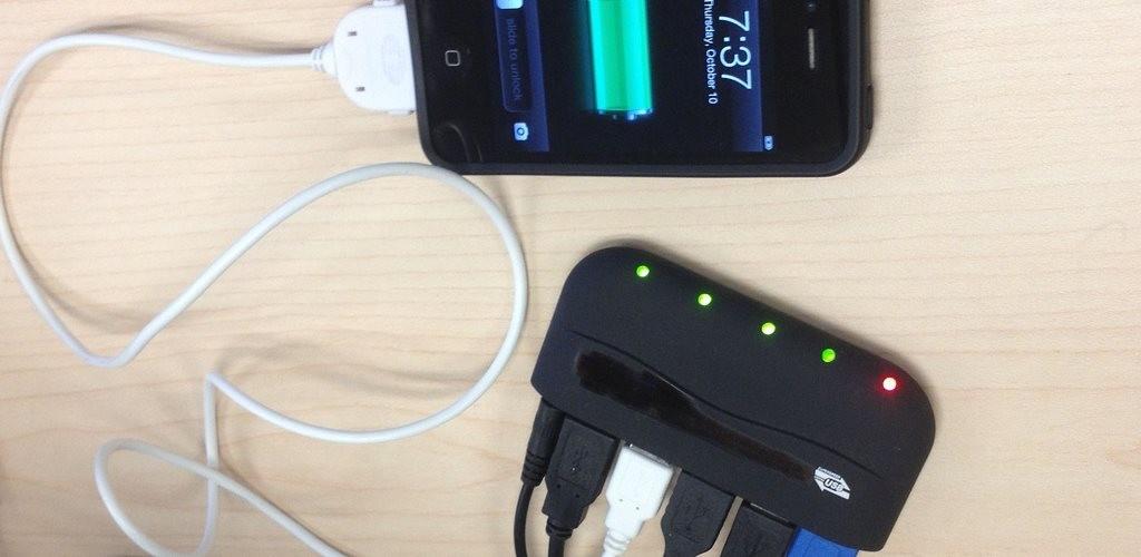 smartphone-carregando-durante-a-noite