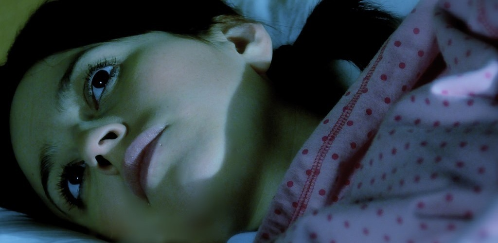 Dormir bem usando apenas 2 truques se acordar à noite