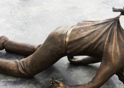 estatuas-lei-da-gravidade
