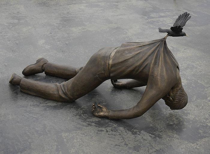 estatuas-lei-da-gravidade_13